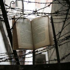 «Un poeta, un torturador y una luchadora»
